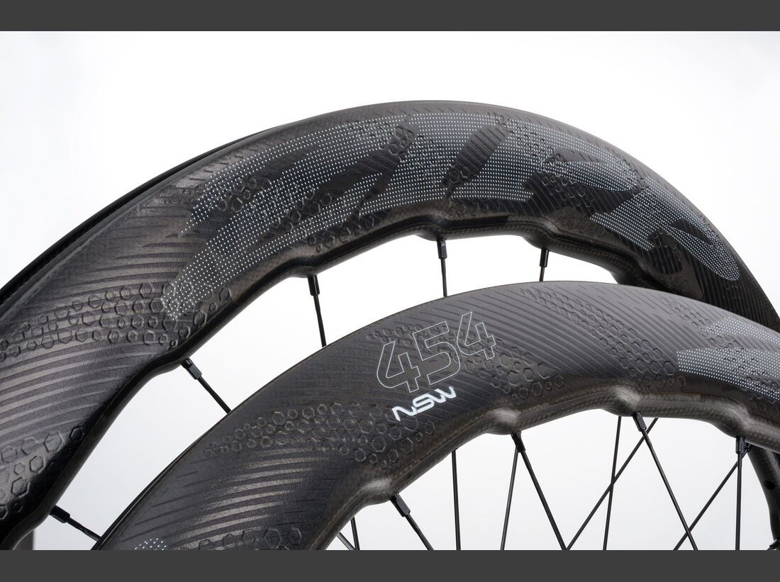 rb-2017-zipp-WH_454_NSW_CC_DB_V1_700F_700SR_11S_pair_detail_impress (jpg)
