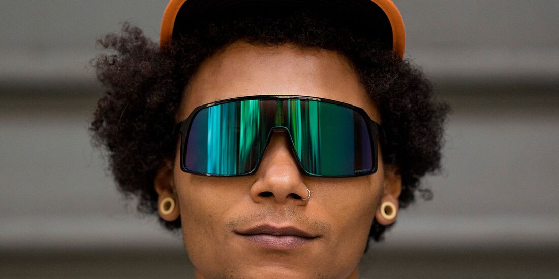rb-OAKLEY-SUTRO-LIFESTYLE-IMAGE-(7)-teaser